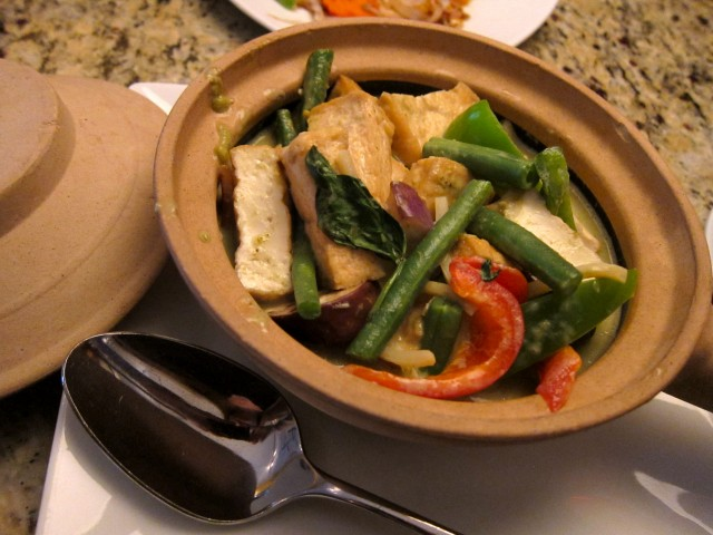 Green curry with tofu at Garlic Thai