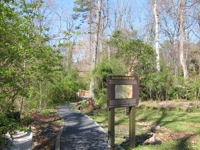 Trailhead to Hidden Cove Park