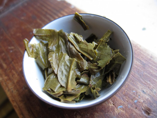 Used pu-erh leaves