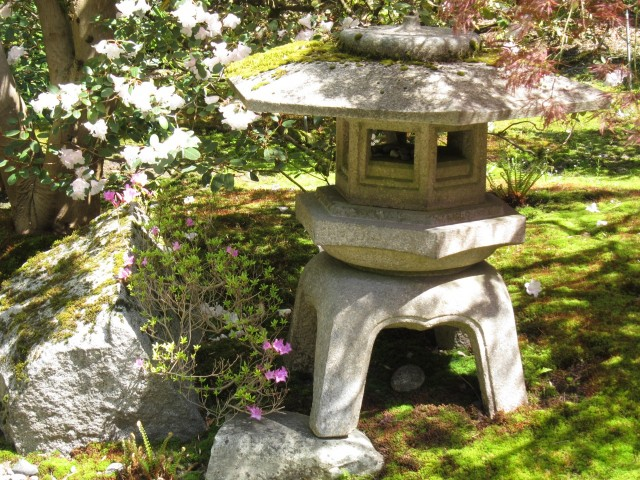 Seattle Japanese garden statue
