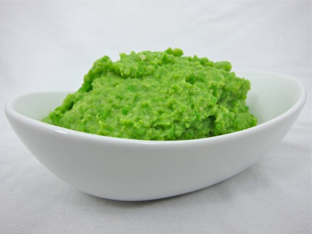 Creamy green pea and parmesan mash