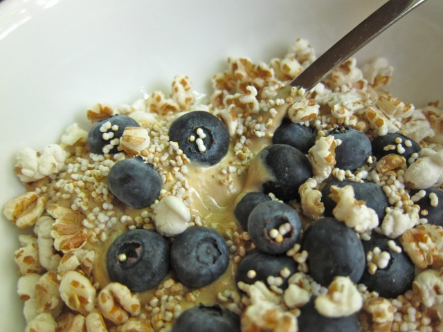 Fig yogurt and puffed wheat