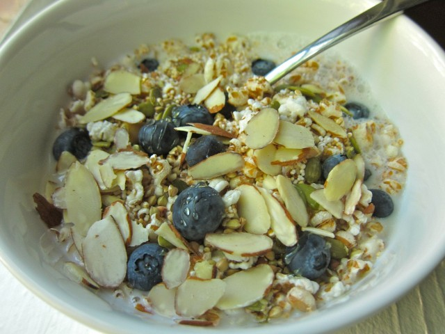 Puffed wheat with blueberries 2