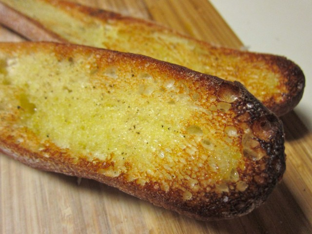 Toasted bread to dip in shakshuka