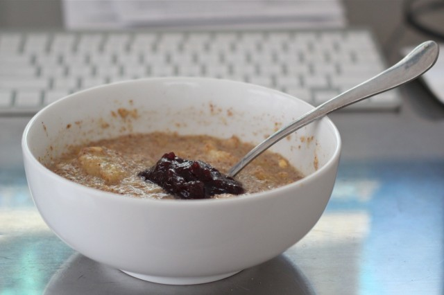 Oatmeal with blueberry butter
